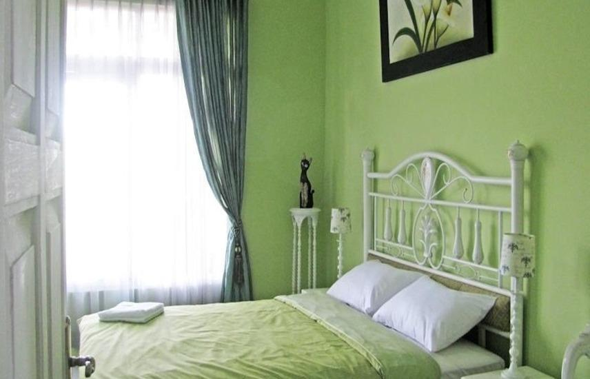 Rose Chamber Bed And Breakfast Bandung - Kamar Superior