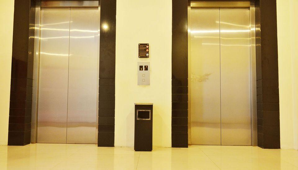 ZEN Rooms Kedung Sari Wonorejo Surabaya - Lift