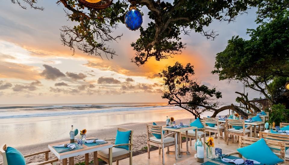 Seminyak Beach Resort Bali - Restoran Sanje dengan pemandangan sunset