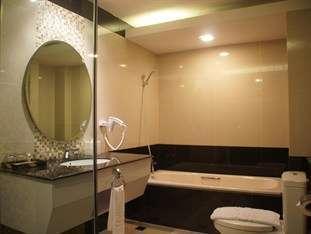 Balairung Hotel Jakarta - Bathtub