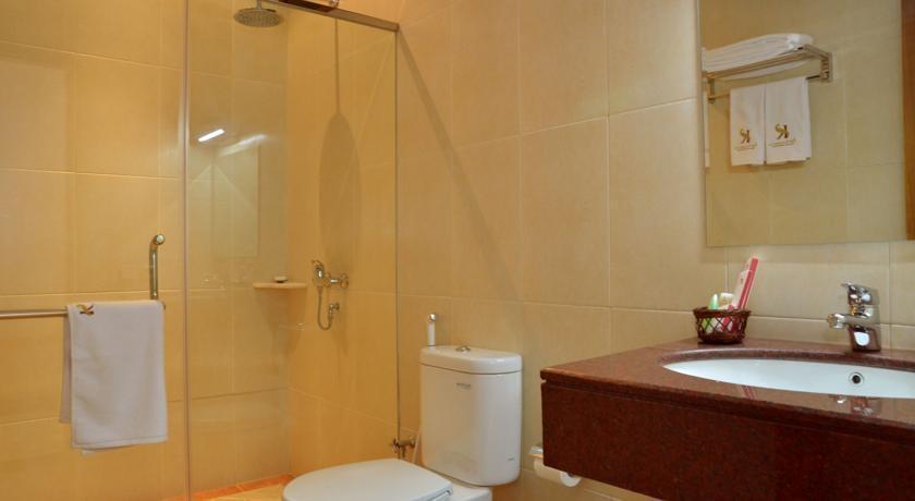 Kertanegara Premium Guest House Malang - Bathroom