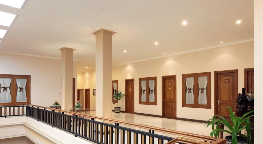 Kertanegara Premium Guest House Malang - Lobby