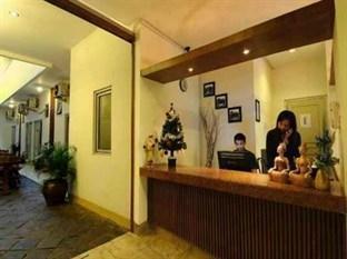 Hotel Poncowinatan Yogyakarta - Receptionist