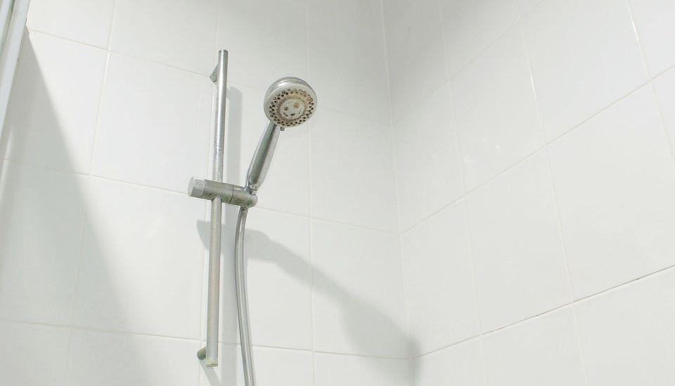 ZEN Rooms Setiabudi 15 Jakarta - shower