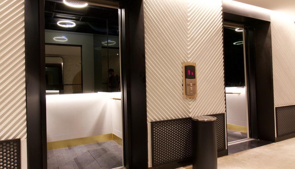 GAIA Cosmo Hotel Jogja - Lift