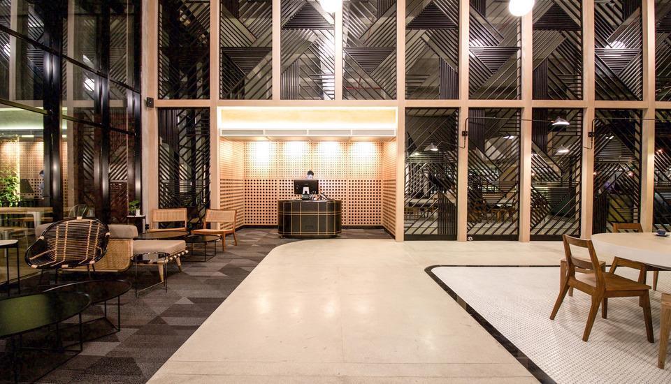 GAIA Cosmo Hotel Jogja - Receptionist/Lobby