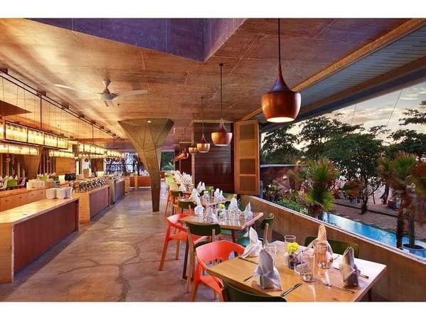 Grand Inna Bali - Breeze Resto : Restaurant dengan pemandangan pantai Kuta