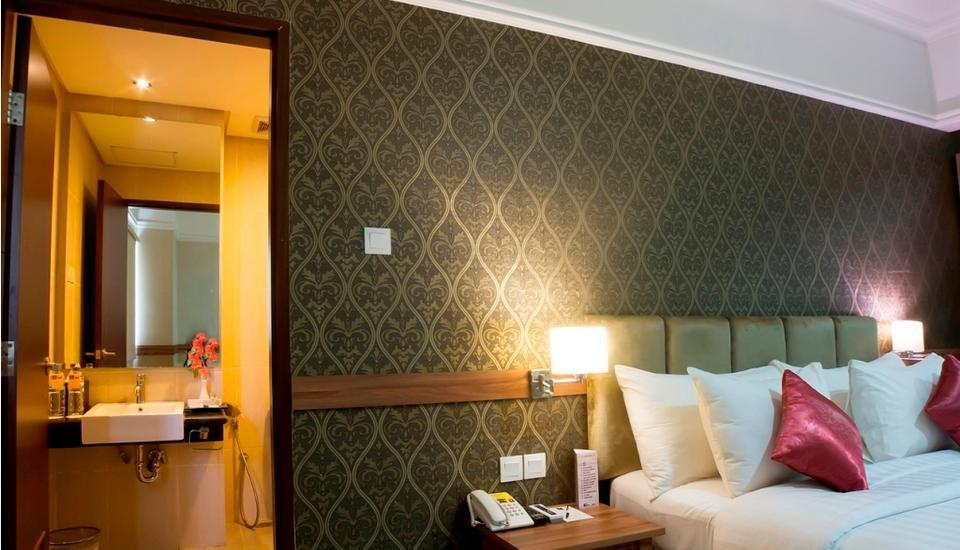 Amarelo Hotel Solo - Standard Queen Size Bed
