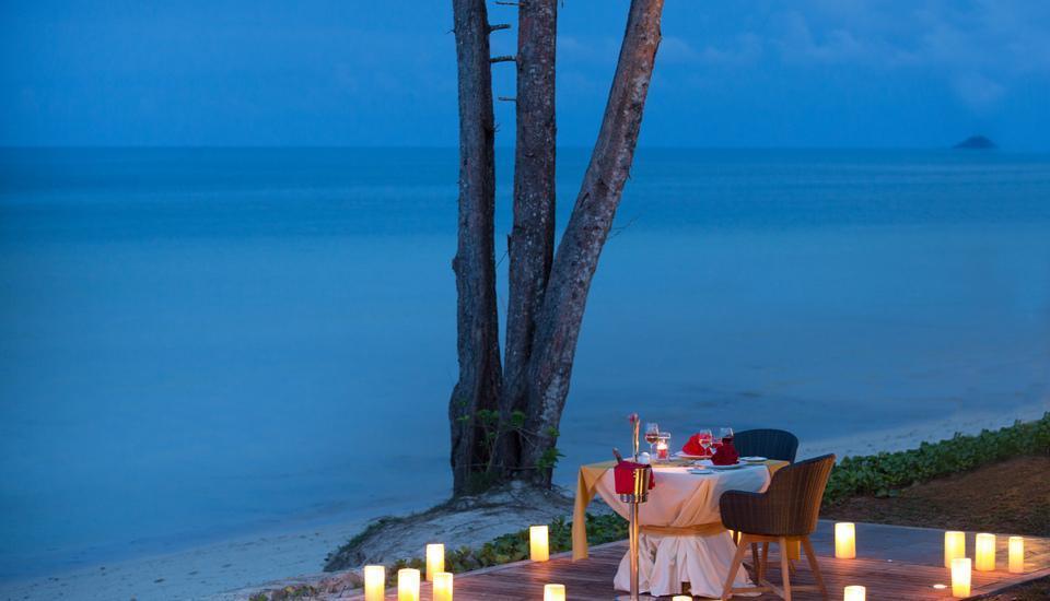 Santika Premiere Beach Resort Belitung Belitung - Dining Private Beach