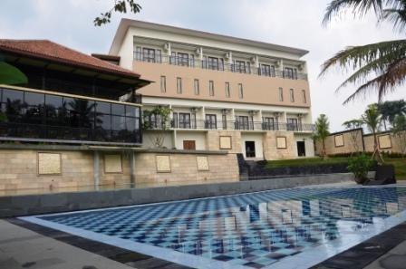 Bumi Cikeas Hotel Bogor - Pool View