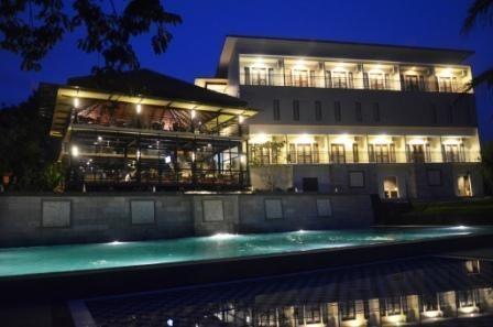 Bumi Cikeas Hotel Bogor - Pool View Night