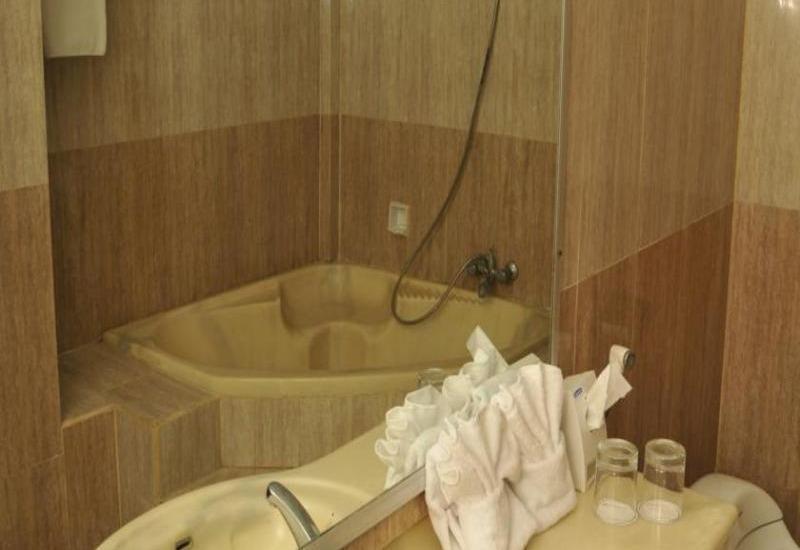 Swiss-Belinn Kristal Kupang - Bath 1