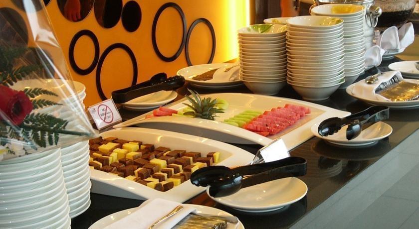 Twin Hotel Surabaya - Meals1