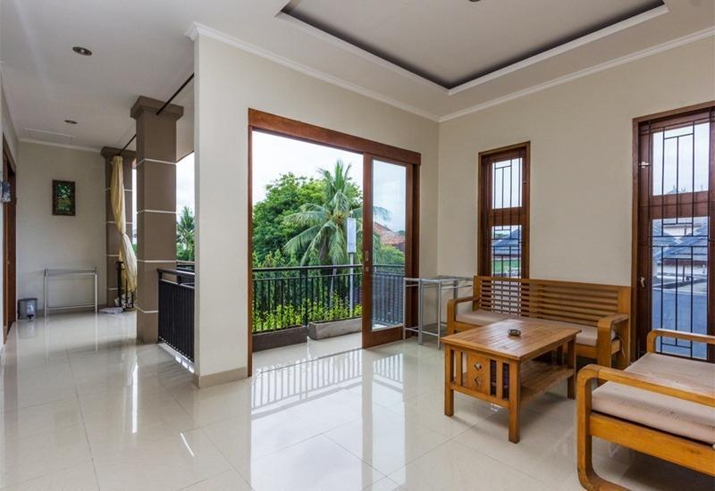 RedDoorz @Poppies Lane Two Bali - Ruang tamu