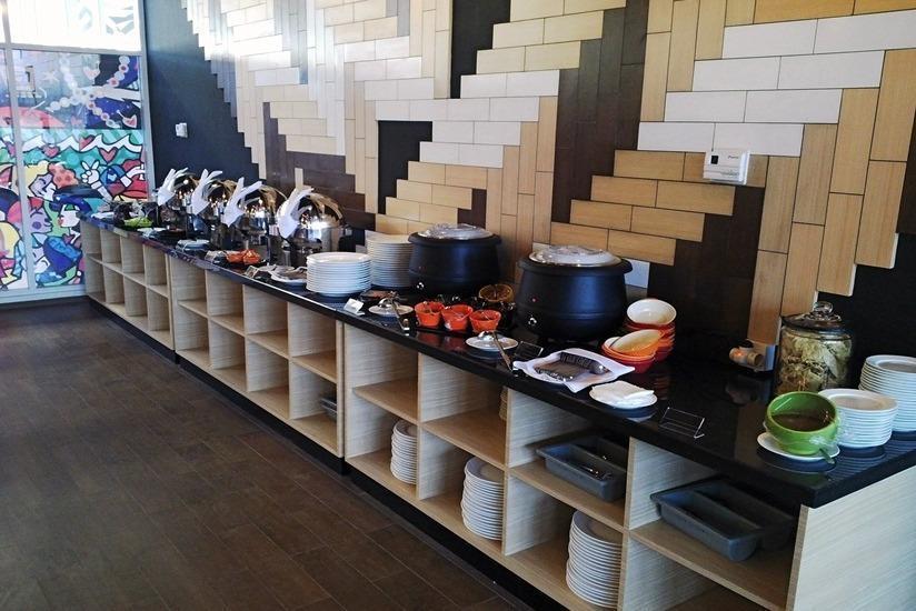 MaxOne Hotel Surabaya - Buffet Breakfast