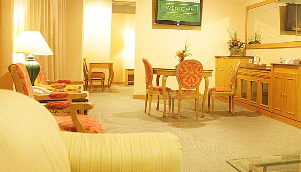 Hotel Tunjungan Surabaya - Tunjungan Suite Feb Deal