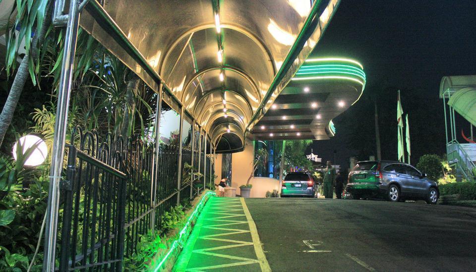 Hotel Tunjungan Surabaya - Out door