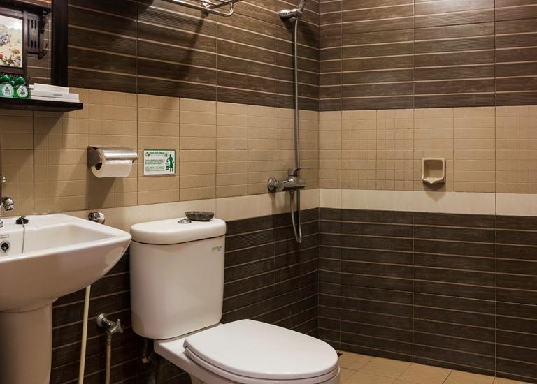 Dhanesvara Homestay Surabaya - Kamar mandi