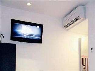 Smart Hotel Jakarta - AC dan TV 32 inch layar datar