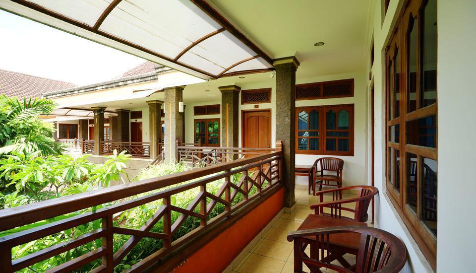 RedDoorz Plus @ Ronta Popies Legian Bali - Eksterior