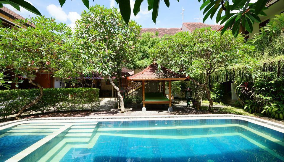 RedDoorz Plus @ Ronta Popies Legian Bali - Kolam Renang
