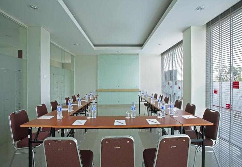 Amaris Hotel Ponorogo - Meeting Room