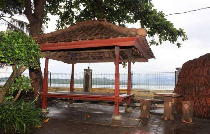 Baru Dua Beach Banyuwangi - Exterior