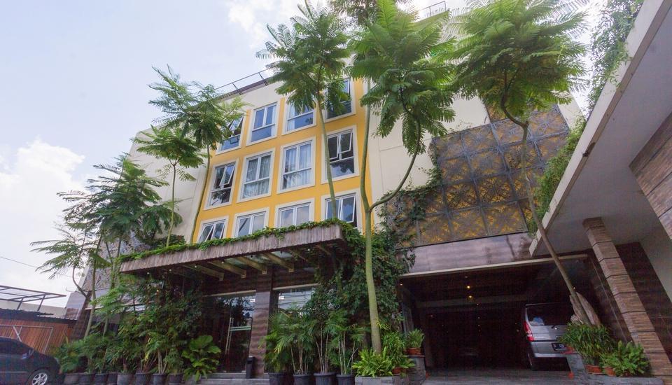 Hotel Adilla Syariah Ambarukmo Yogyakarta - entrance
