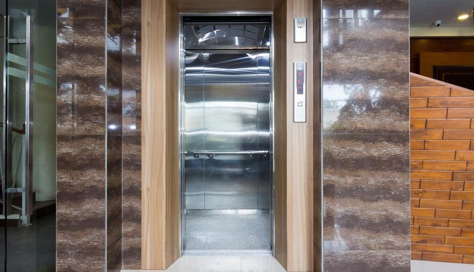 Hotel Adilla Syariah Ambarukmo Yogyakarta - elevator