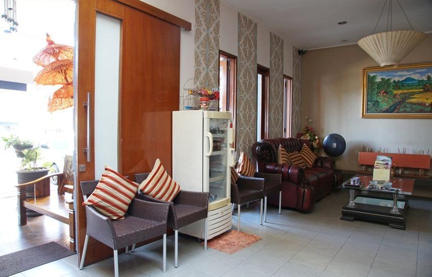 RedDoorz near Ciputra World Surabaya - Lobi