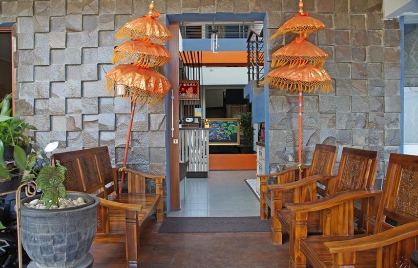 RedDoorz near Ciputra World Surabaya - Eksterior