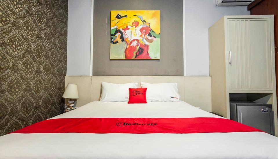 RedDoorz near Ciputra World Surabaya - RedDoorz Room Regular Plan