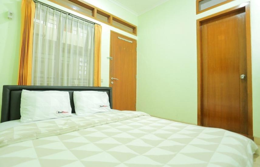 RedDoorz near Sukajadi Bandung - RedDoorz Room Regular Plan