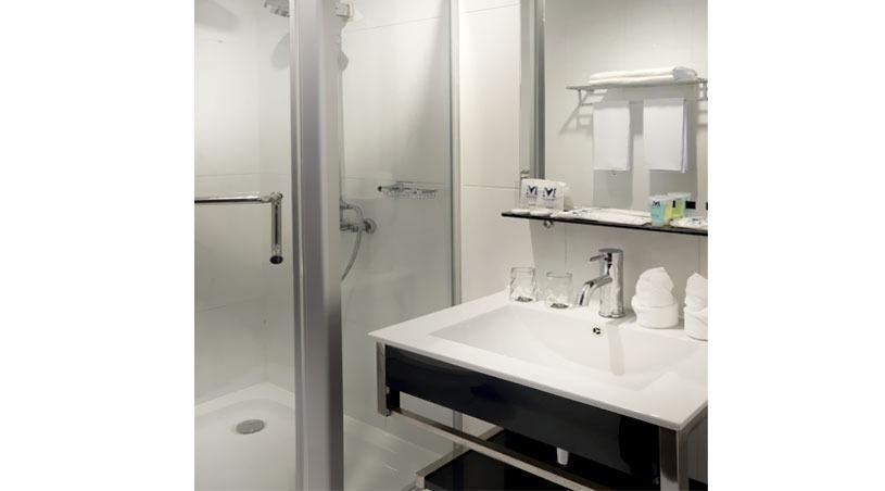 Menumbing  Heritage Hotel Pangkalpinang - Deluxe Bathroom
