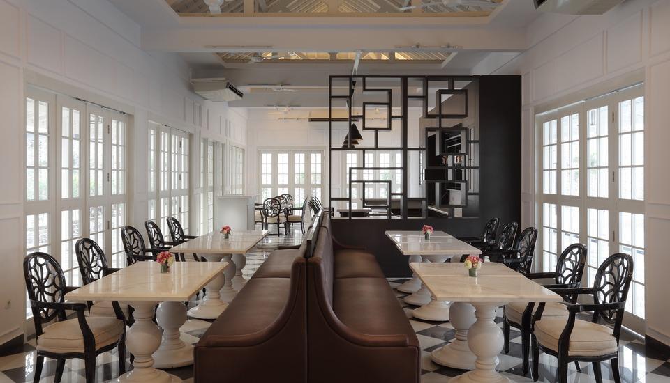 Menumbing  Heritage Hotel Pangkalpinang - Restaurant Interior