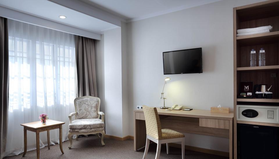 Menumbing  Heritage Hotel Pangkalpinang - Seating Area Deluxe Room