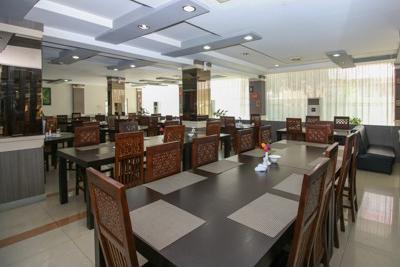 Airy Medan Helvetia Tengku Amir Hamzah 38 - Restaurant