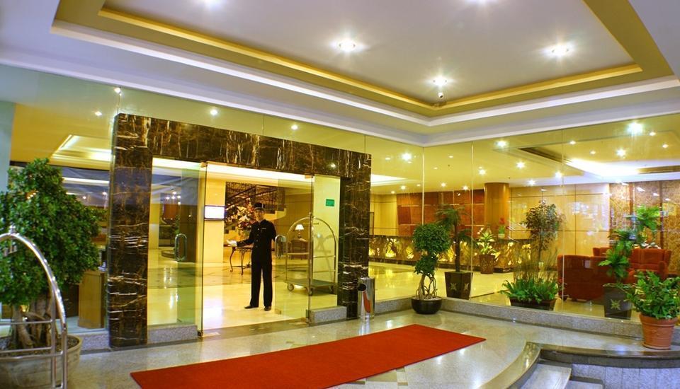 Rocky Plaza Hotel Padang - Lobby