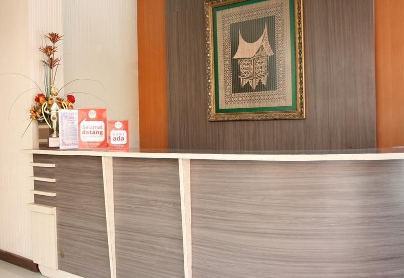 NIDA Rooms Bundo Kandung Padang - Resepsionis