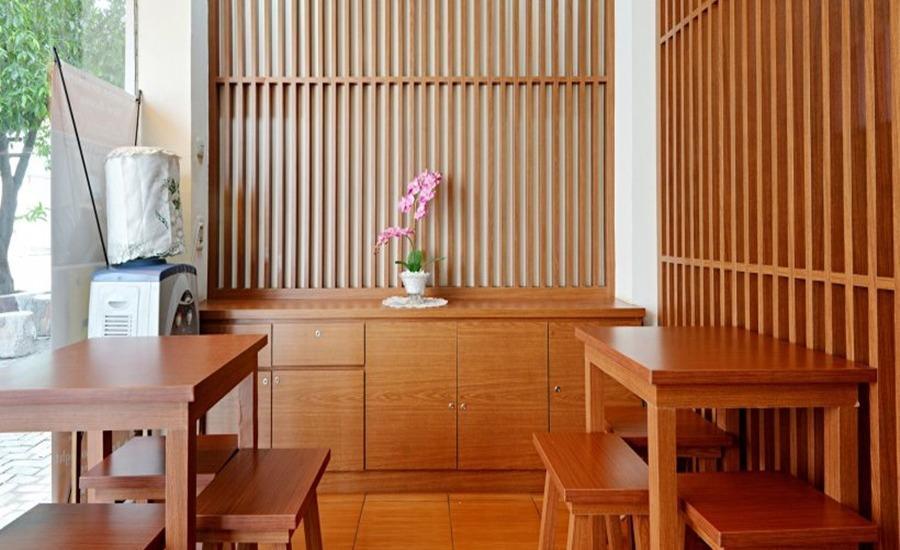 ZEN Rooms Duren Sawit Dermaga Jakarta - Meja depan
