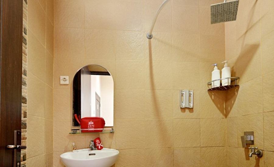 ZEN Rooms Duren Sawit Dermaga - Kamar mandi