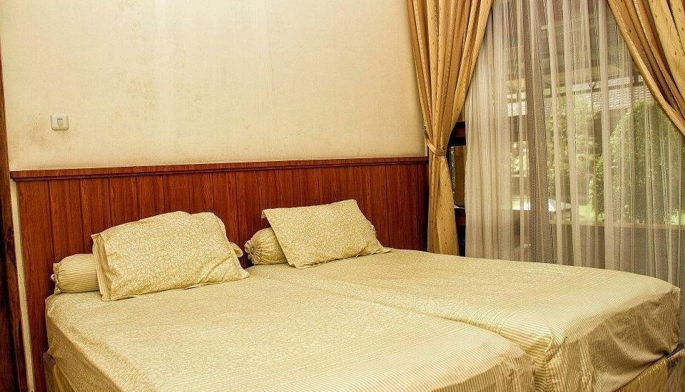 Kartika Syariah Guest House Solo - Standard Room with Breakfast Regular Plan