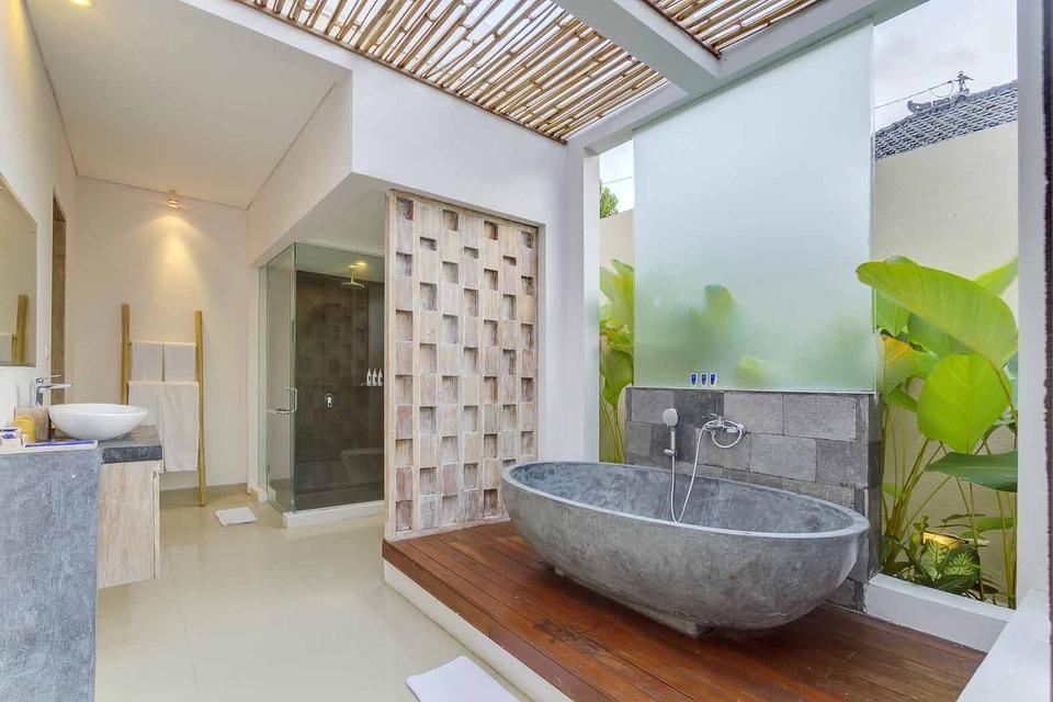 The Tukad Villa Bali - Bath tub @1BRV