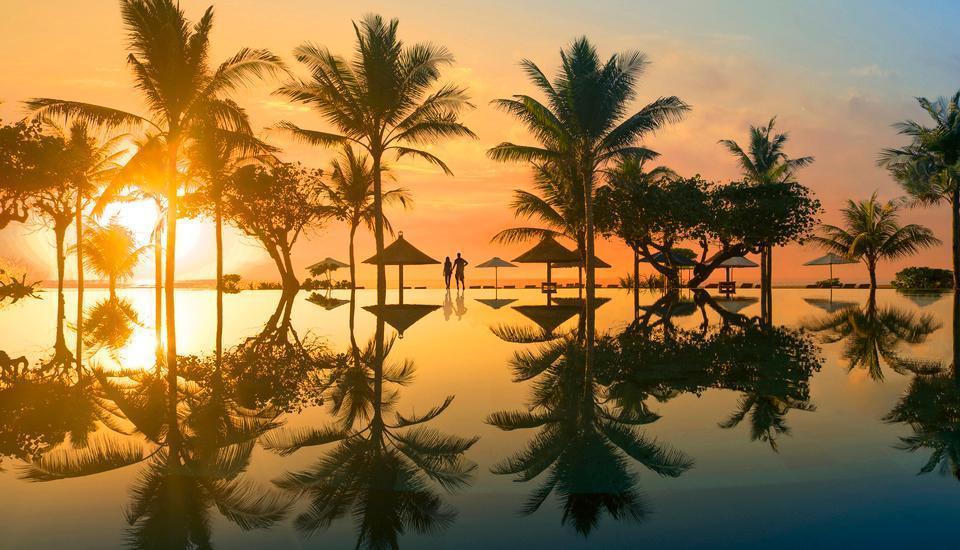 Ayodya Resort Bali - Matahari terbit dari infinity pool