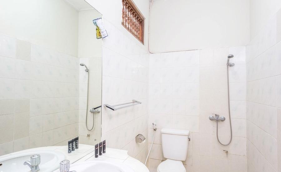 RedDoorz @Sanur 3 Bali - Kamar mandi