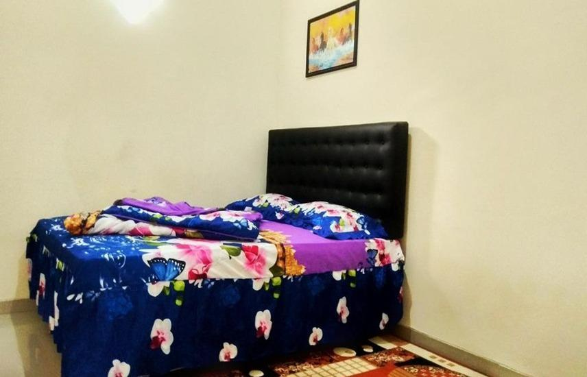Penginapan Kahan Malang - Deluxe Bed Regular Plan