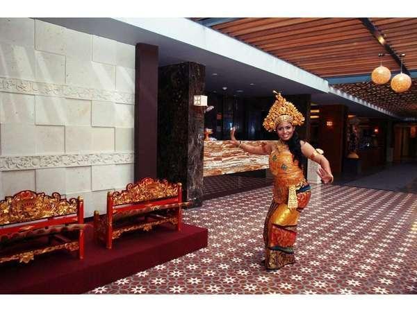 Horison Seminyak - Gratis foto dengan pakaian adat Bali