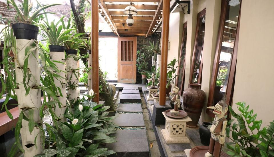 Adya Nalendra Boutique Hotel Yogyakarta - Path to Garden