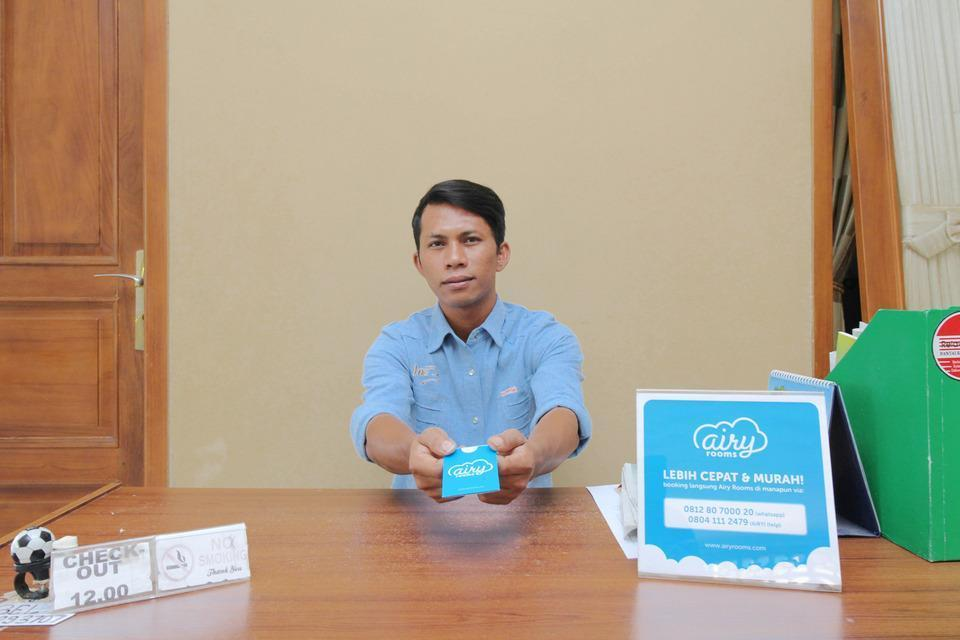 Airy Syariah Manahan Bangau Enam 8 Solo - Receptionist