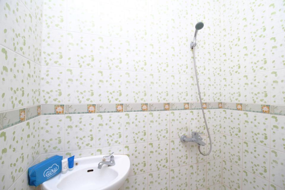 Airy Syariah Manahan Bangau Enam 8 Solo - Bathroom